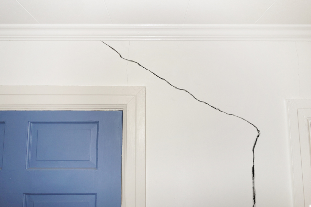 How To Fix A Cracked Wall