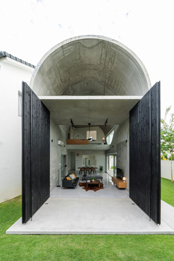 A Simple Suburban House In Kuala Lumpur With A Striking Arched Extension