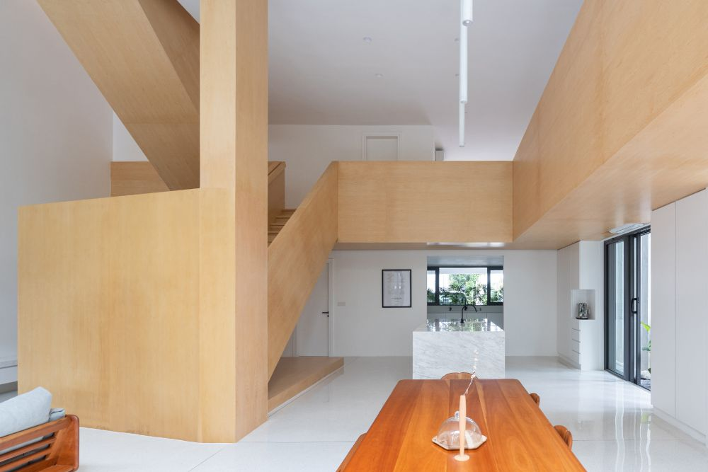 The white walls and glossy floor give the interior a very clean and fresh look