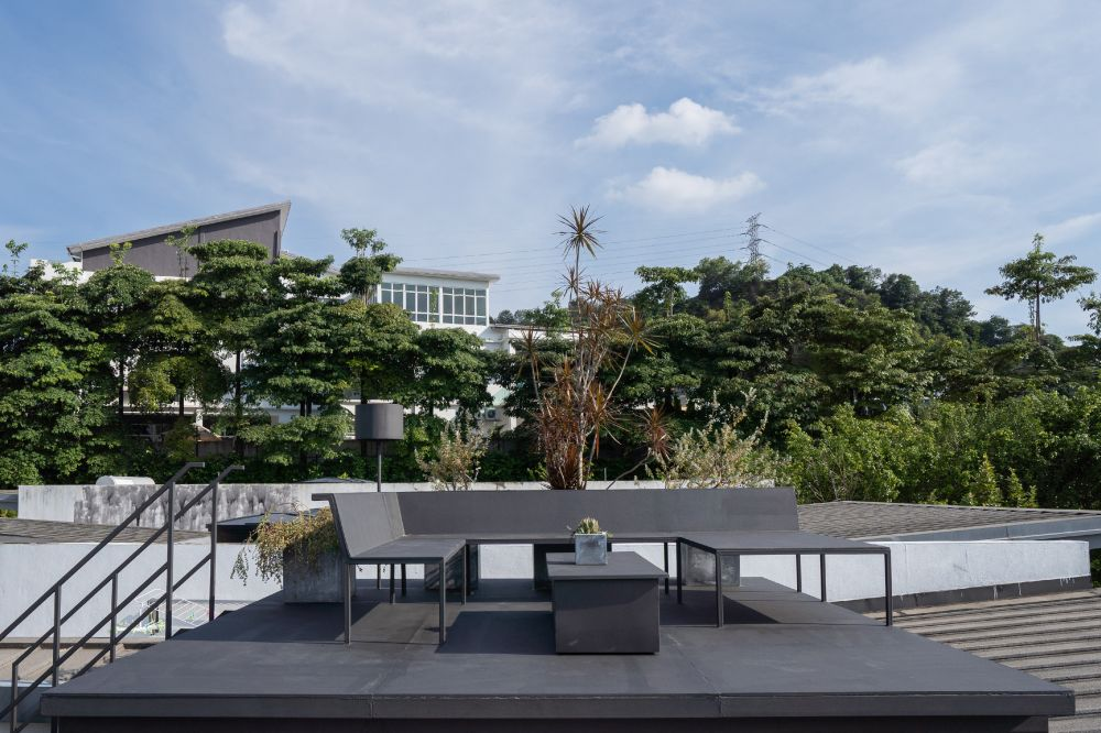 There's also a roof terrace which enjoys a really nice 360 degree view of the surroundings