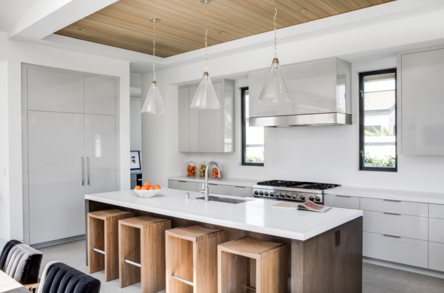 Complement it with wooden surfaces
