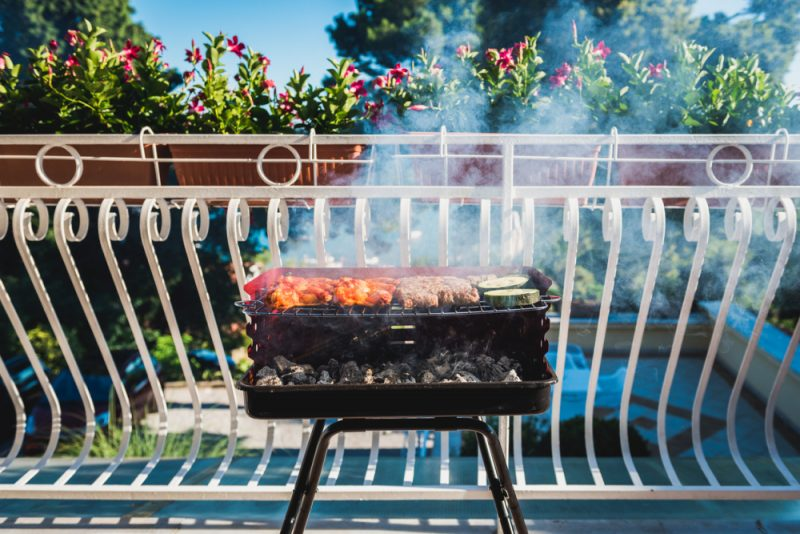 You Can Still Enjoy a BBQ on a Small Balcony with These Grills