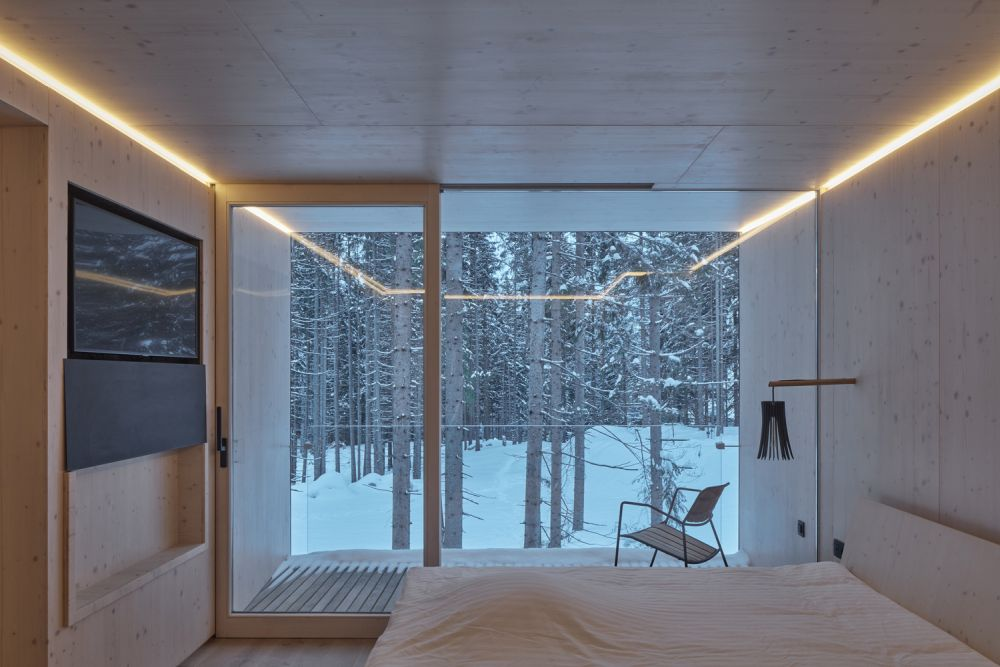 All cabins have a glazed facade which exposes them to the beautiful landscape