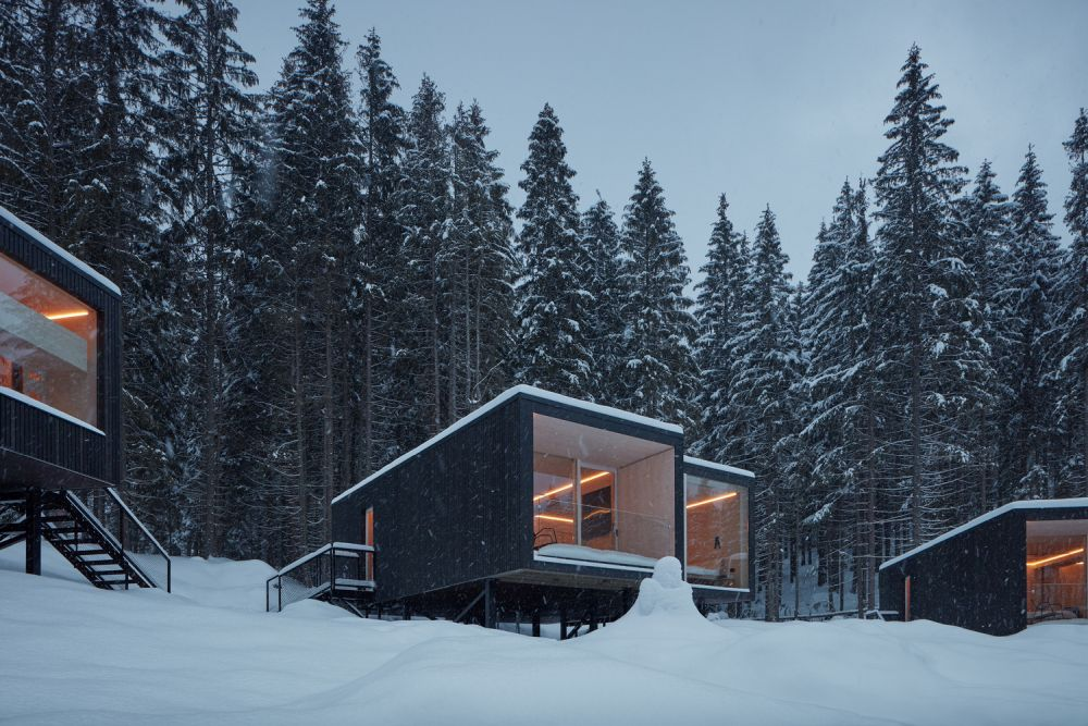 The addition to the hotel consists of a cluster of one-sided double cabins