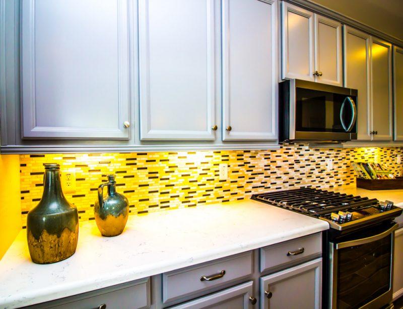 使用范围微波炉在厨房中保存空间