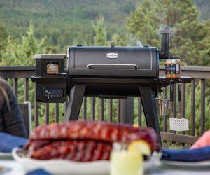 坑老板木颗粒烤架让你的烧烤体验更好