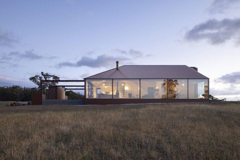 在迷人的澳大利亚岛上的折衷农舍