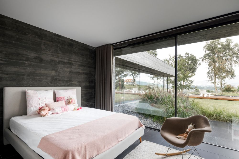 The full-height windows allow the rooms to receive plenty of sunlight and expose them to the beautiful nature
