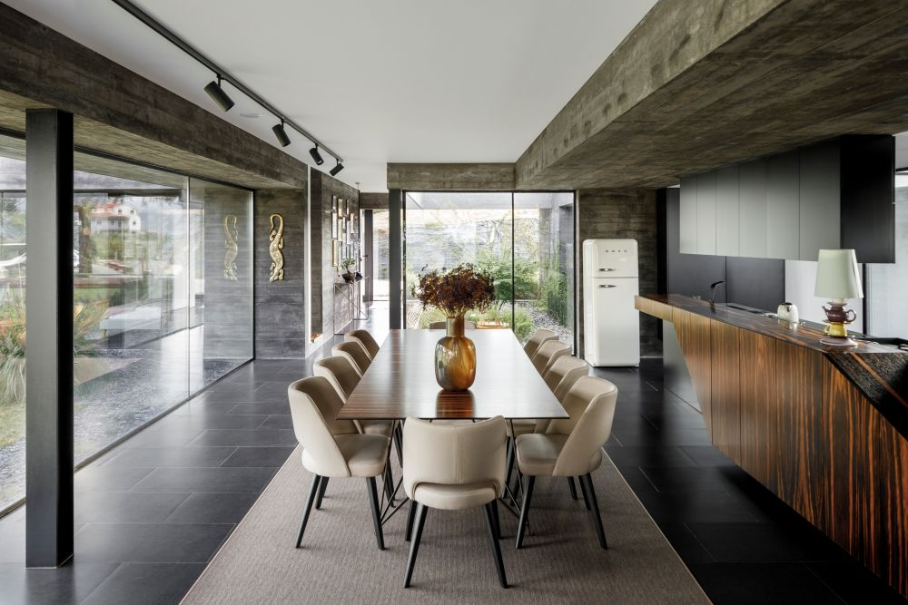 The kitchen and dining area have easy access outside and are also connected to the living room