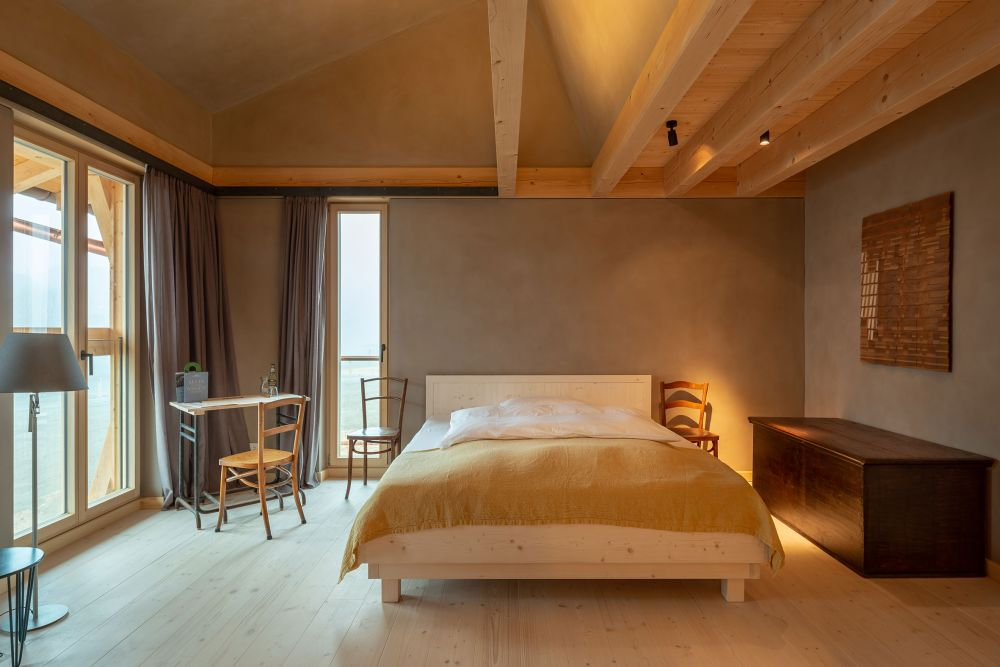 The guest rooms are quite simple, without too many decorations or bulky furniture pieces