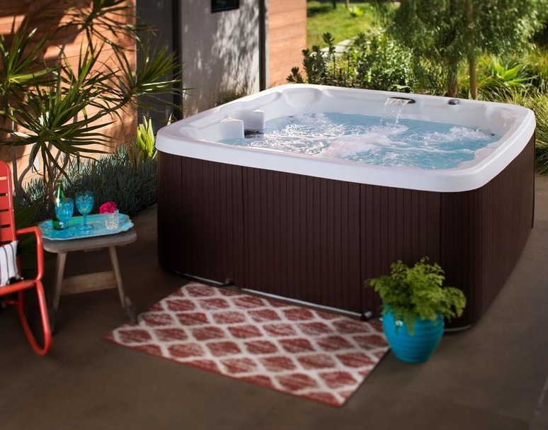 Lifesmart LS450DX 7-Person 22-Jet Plug and Play Hot Tub with Waterfall