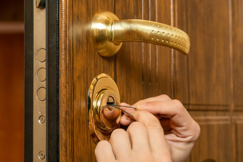 How To Pick A Door Lock With Household Items