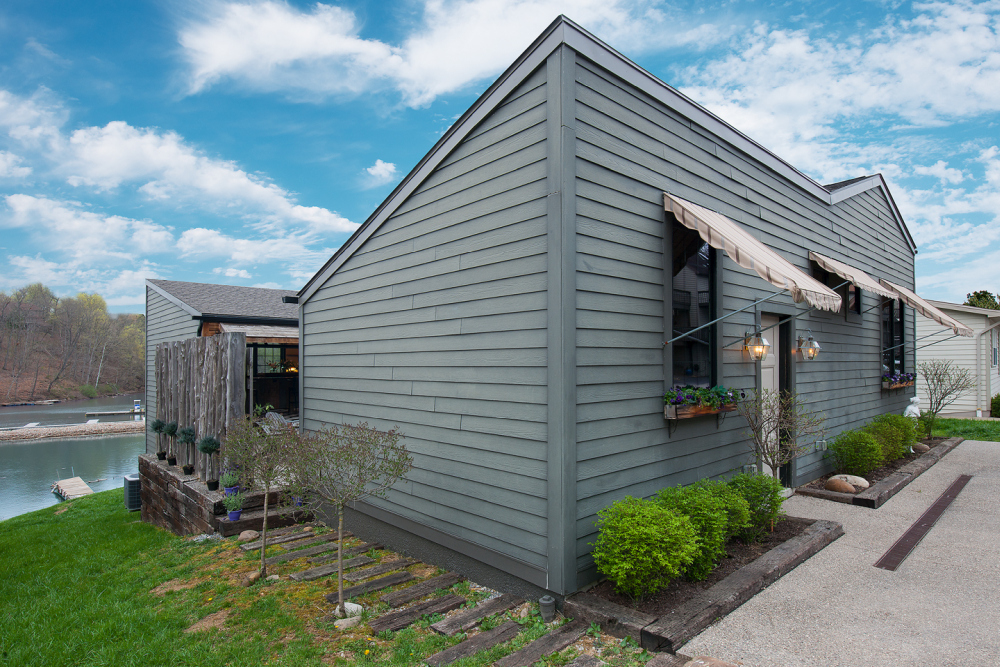 The gray exterior allows the house to maintain a simple and subdued aesthetic from the outside