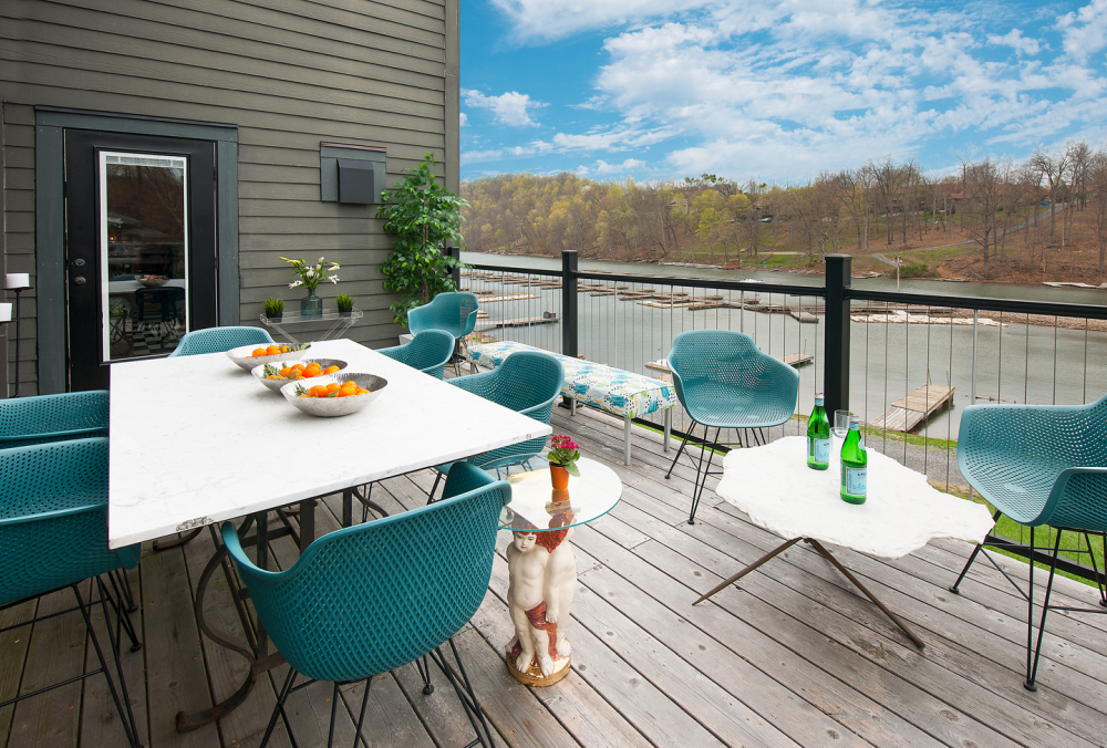 The open terrace on the upper floor offers a perfect view over the lake