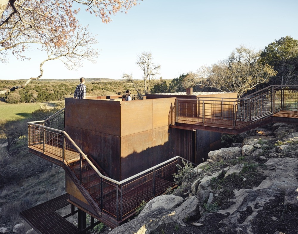 On top of the cabin there's an open observation deck which can be accessed from the top and the bottom