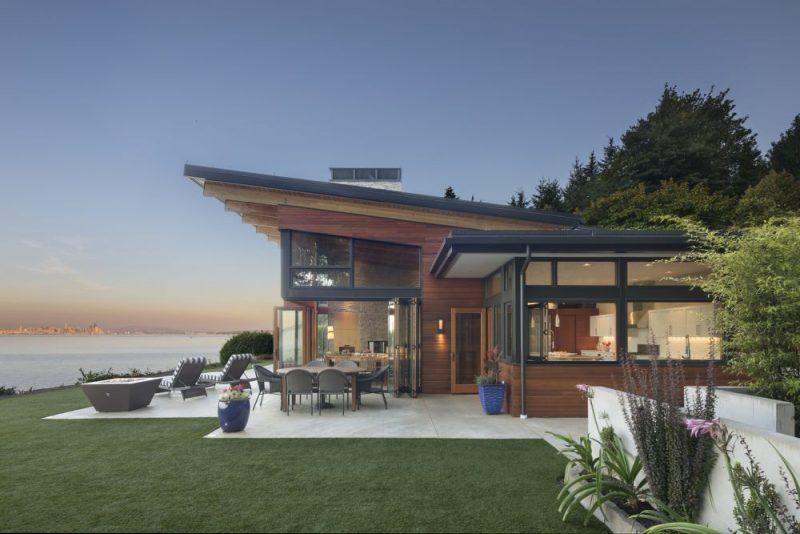 在完美的地方建造了一个美丽的海滨休息室