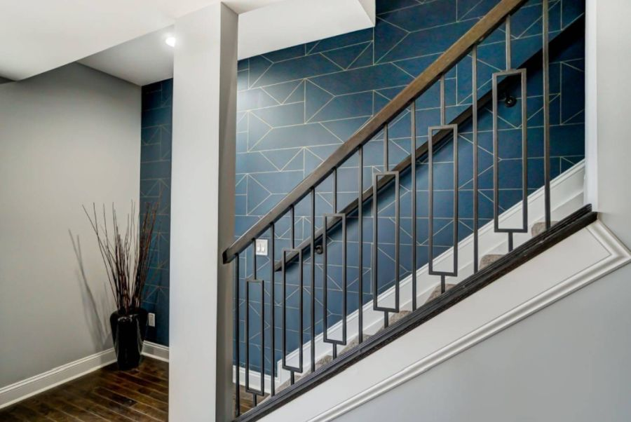 An eye-catching staircase wall