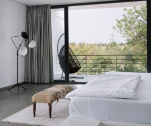 A Minimalist Weekend Retreat In India Surrounded By Lots Of Lush Greenery