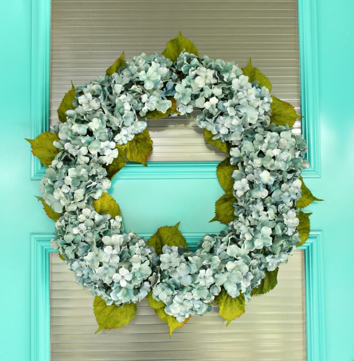 A full summer wreath made of hydrangea flowers