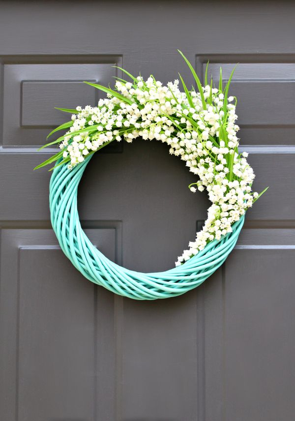 A delicate lily of the valley wreath