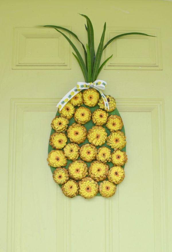 A wreath shaped like a pineapple