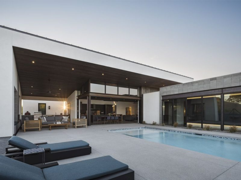 Modern Family House In Arizona With Lots Of Outdoor Functions
