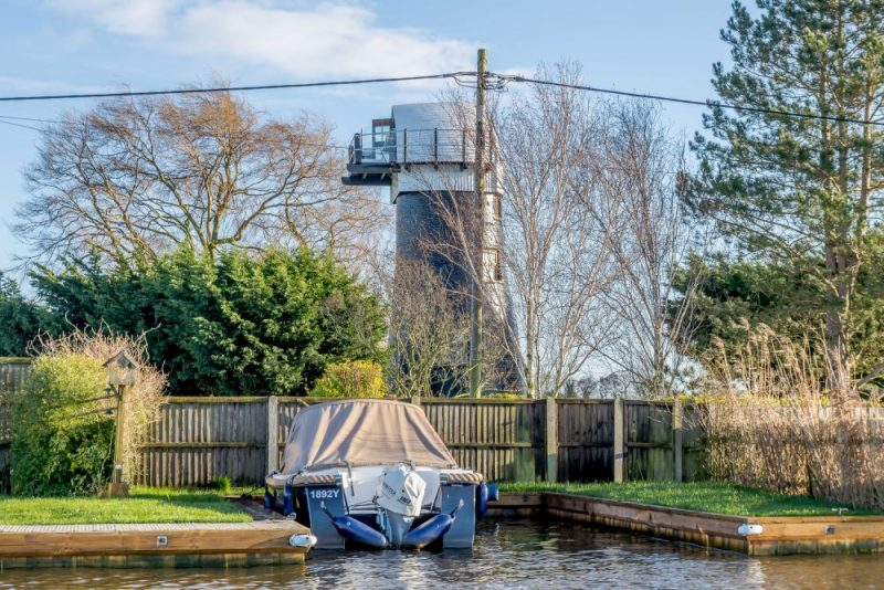 A 300-Year Old Windmill In England Turned Into A Cozy Retreat
