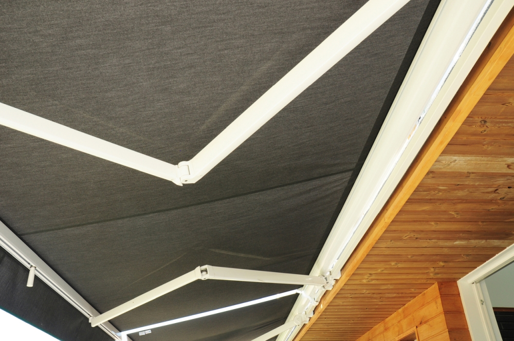 Pros and Cons to Patio Awnings