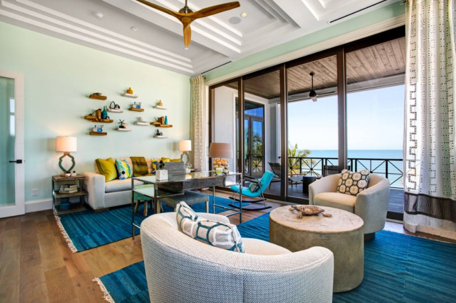 Tropical Family Room in Miami