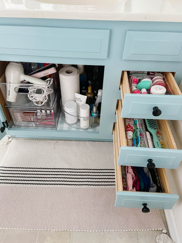 How to organize drawers with containers