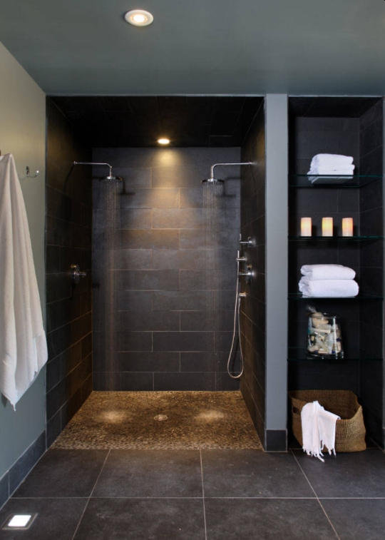 Double head shower for roll in design