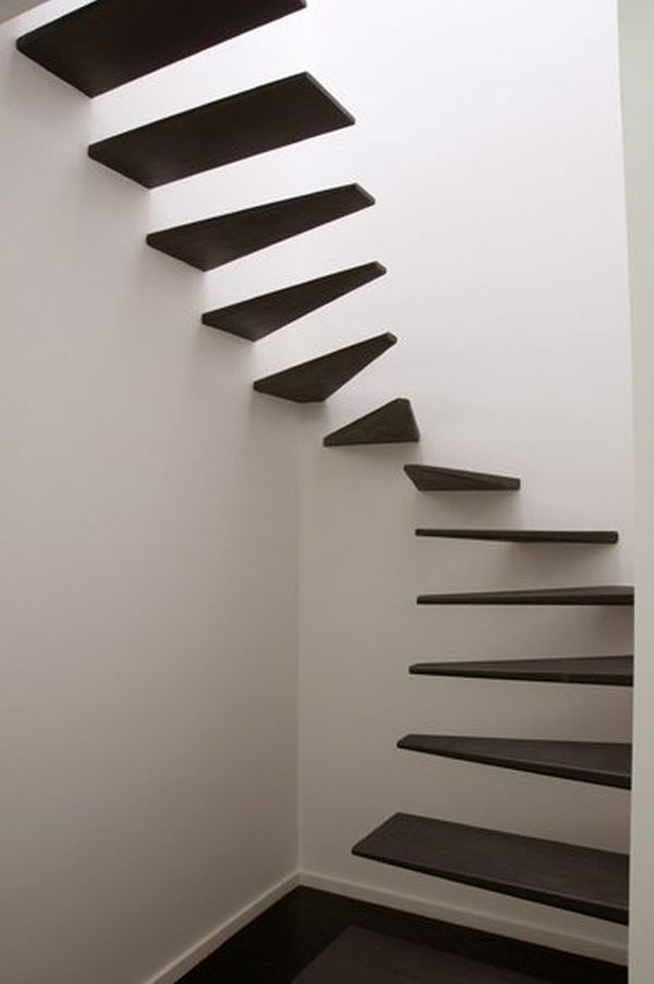 Floating spiral staircase without railing