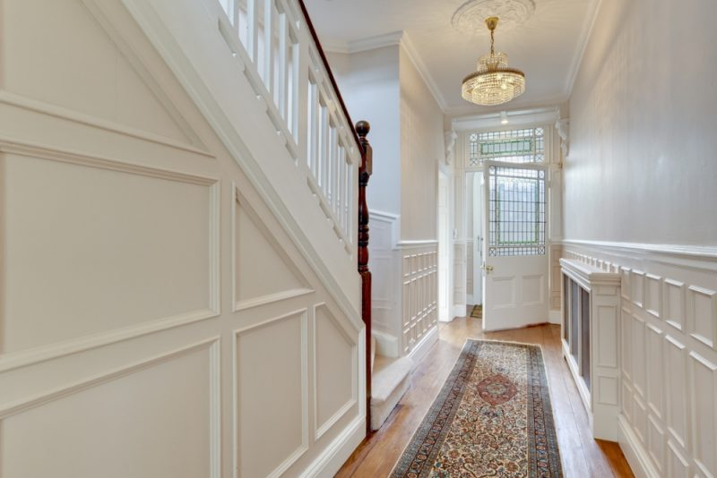 Choose A Dramatic Entryway Chandelier Lighting To Give Your Guest A Warm Welcome