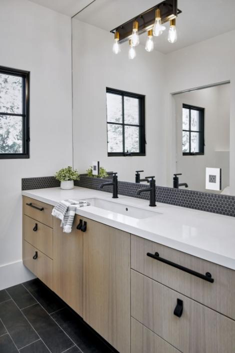Mid-Sized Contemporary Bathroom