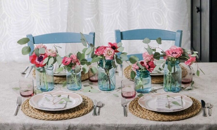 Modern Farmhouse Blue and Pink Tablescape