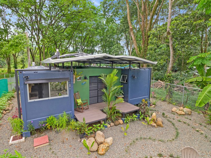 Container Home is a Relaxed Getaway Near the Costa Rican Beach