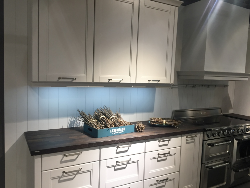 Choose the Materials and Finishes for Kitchen