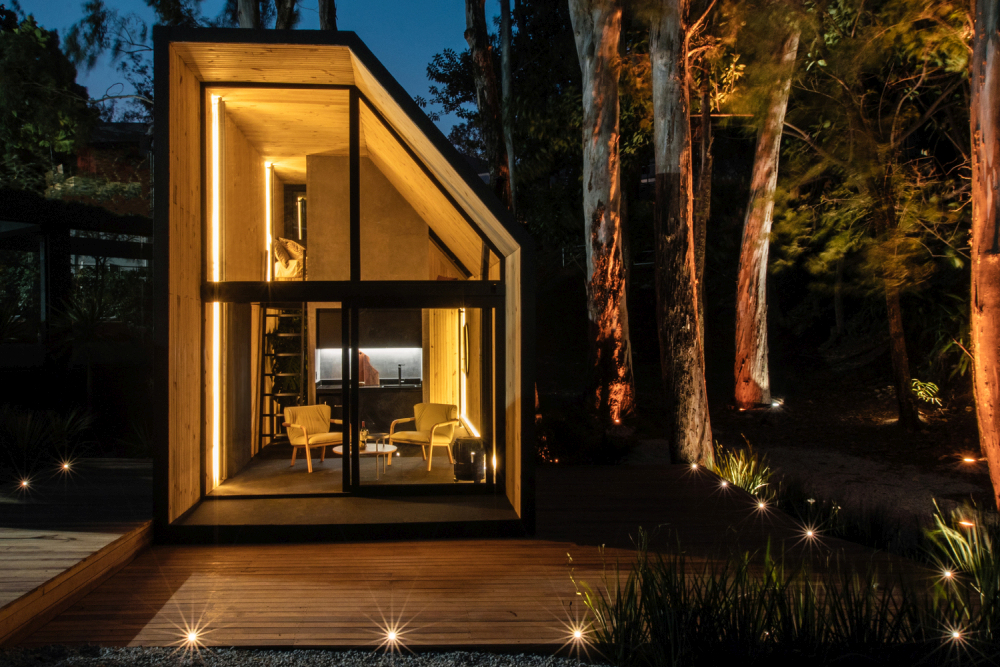 The design and overall structure of the cabin make it ideal for remote locations