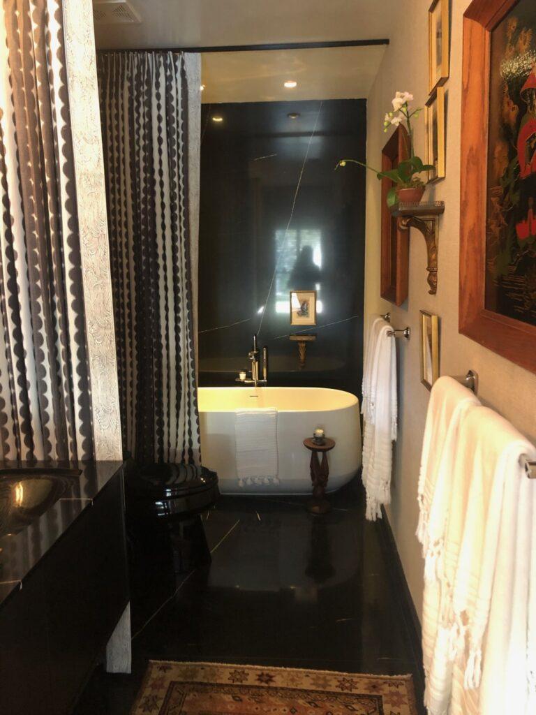Change bathroom curtains
