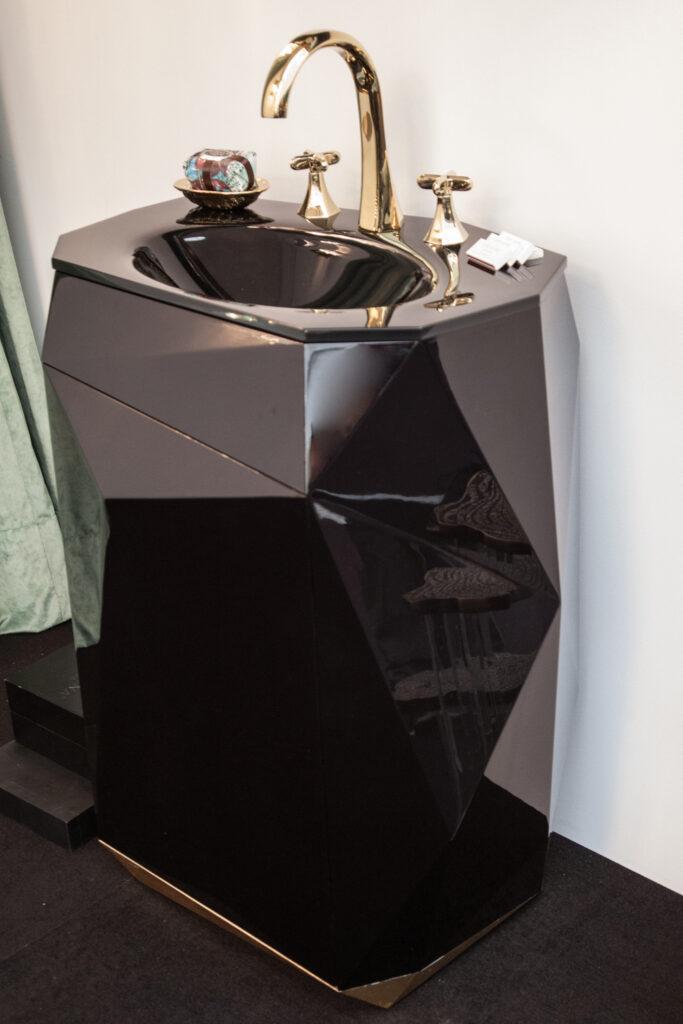 Maison Valentina Pedestal Diamond Vanity