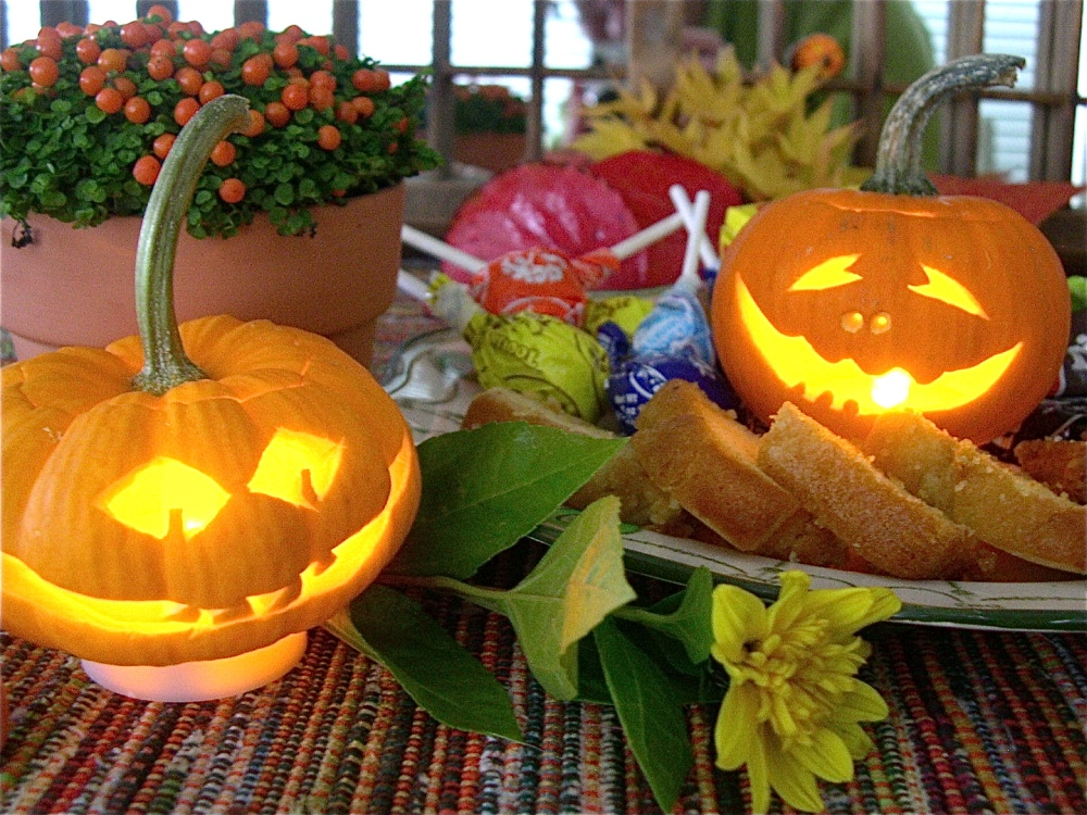 Can small pumpkins be carved
