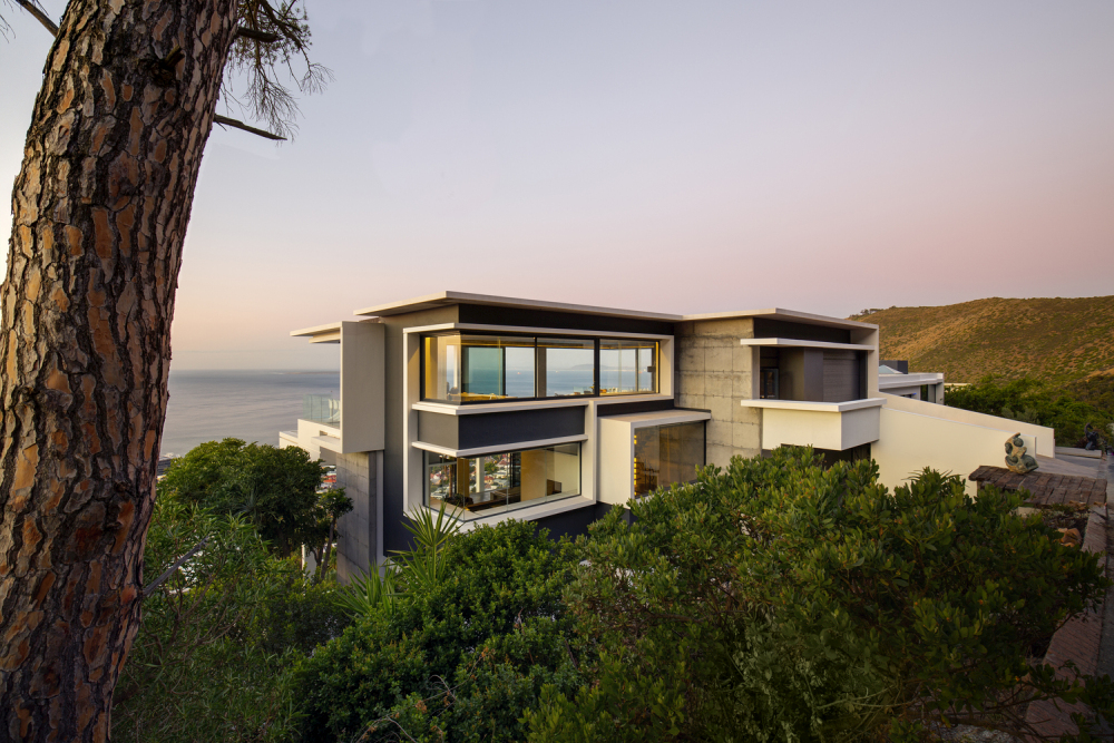 The double floor penthouse was added on top of the original house in order to take full advantage of the views