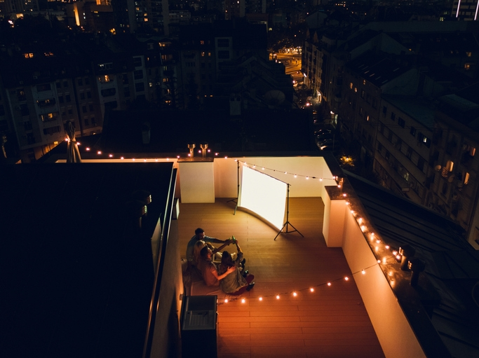 How to Create an Outdoor Cinema with an Outdoor Projector