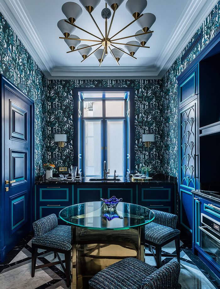 A symphony of blues for kitchen cabinets