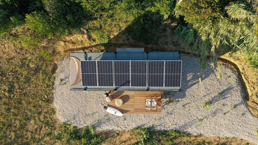 The roof is covered in solar panels which provide all the energy this tiny house needs
