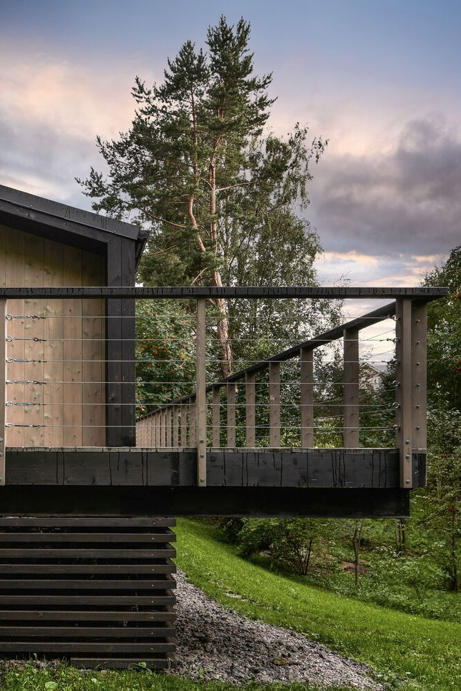The open deck extends over the foundation and cantilevers over the slope