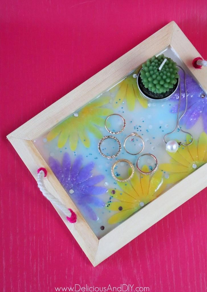 Decorate a cute jewelry tray